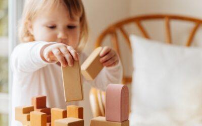 Wie dein Kind durch selbstständiges Spielen seine eigenen Fähigkeiten fördert